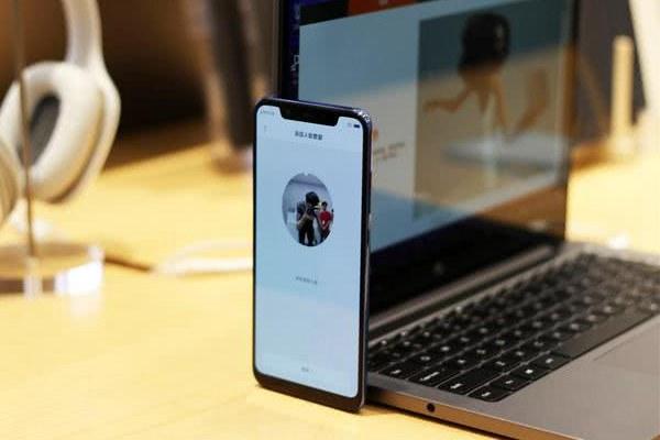 小米8外观和iphone X简直一模一样,有必要去效仿吗?