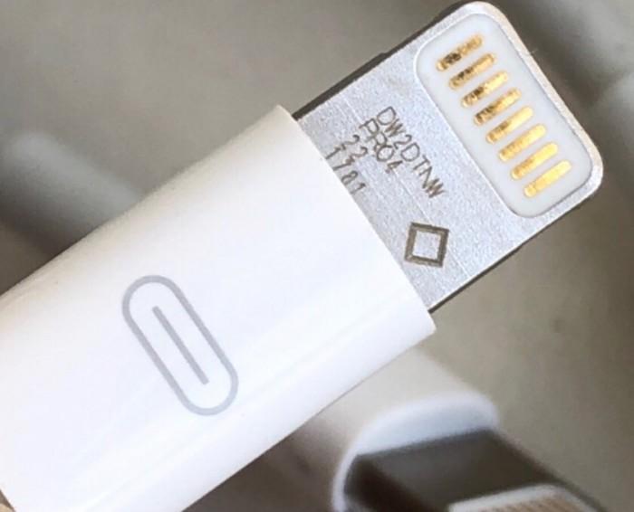 Lightning电缆原型图片显示 苹果曾测试非盲插接口